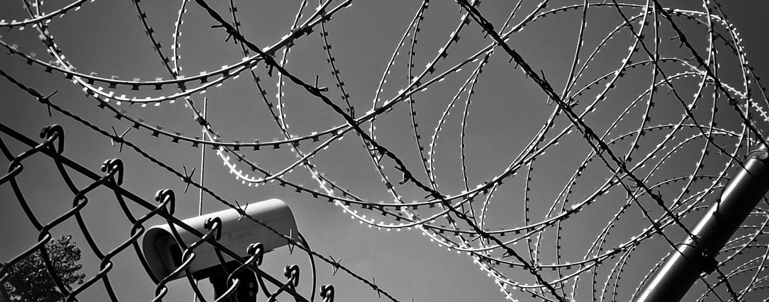 barbed-wire-1670222_1920